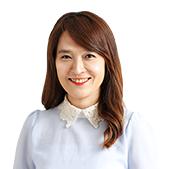 송혜영 선생님이 웃고 있습니다