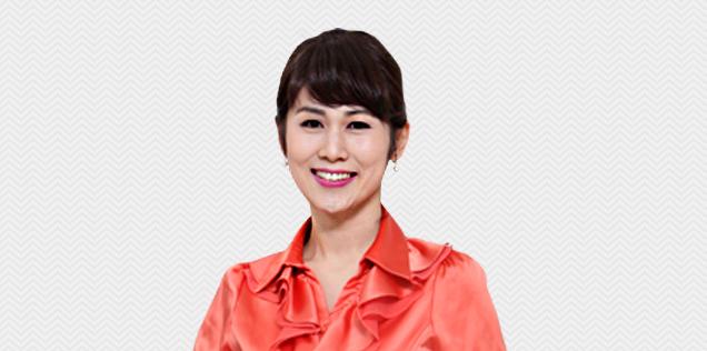 홍주희 강사님이 정면을 응시하는 모습입니다.