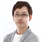 박성호선생님이 정면을 보고 계십니다.
