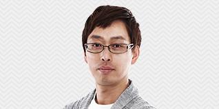 박성호선생님이 웃고 있습니다.
