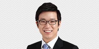 박희성 선생님이 웃고 계십니다.